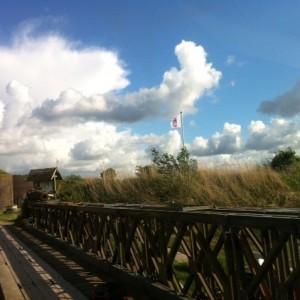 Entree vanaf de brug