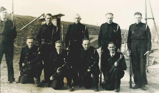 Bewakers op brug Fort Buitensluis